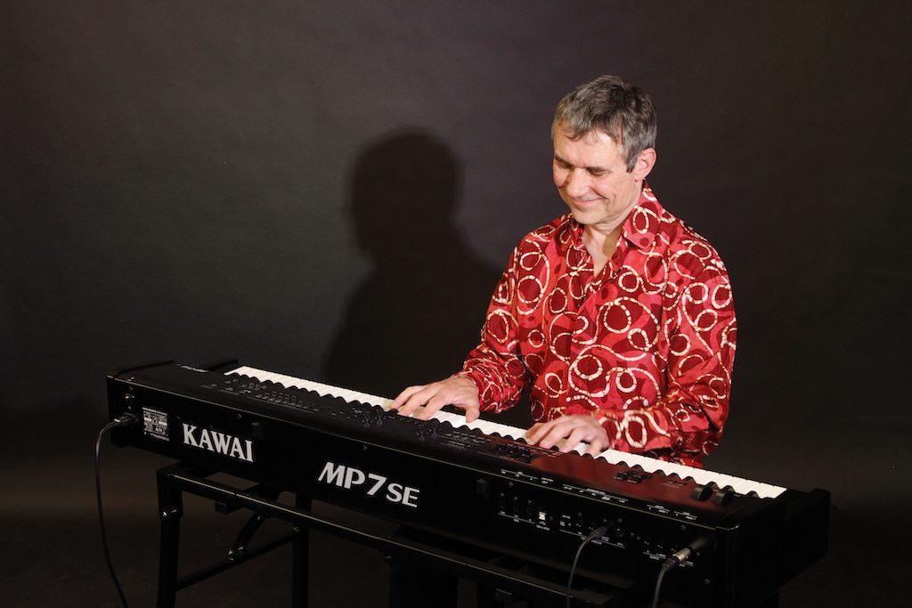 Burkhard Heßler, E-Pianist der Fiesta Poets
